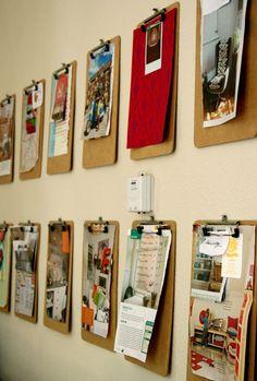 DECORAR E ORGANIZAR Já pensou em organizar o home office com pranchetas na decoração? A ideia é bem simples de fazer e causa um efeito descontraído e cheio