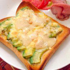 今朝見て一目惚れ 食べたくなり早速ランチにいただきました柔らかアボカドとチーズにわさマヨ醤油がピリッと引き締め美味しかったです❗️食べ友お願いします✨ - 67件のもぐもぐ - Takayoshi's avocado cheese toast w/soy sauce wasabi mayonnaise❗️Takayoshiさんのアボカドトースト わさび醤油マヨネーズ by honeybunnyb