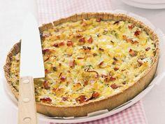TORTA SALATA CON PORRI E RICOTTA: Per torta d.26 Per la base di pasta matta gr. 120 farina, 2 cc olio, 60 gr. acqua frizzante. Ripieno 1 porro, 1 cc olio, 25 gr. grana, 1 uova, 1 albume gr. 70 speck parte magre, sale, pepe, 200 gr. ricotta. Tutta la torta: 4 carb.chiari, 2 grassi, 5 proteine, 1 grasso