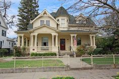 1000+ images about Old homes on Pinterest Old Houses, Victorian and ...