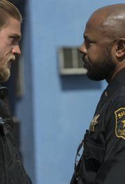 Season Sons Of Anarchy 7 French. Jax strikes a new deal while ridding himself of old problems.