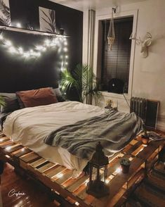 Adorable Pallet Bed Ideas You Will Love - Crafome - - Pallet beds are of great interest because they are useful, long-lasting and suitable for every style. Here are the beautiful pallet bed ideas. Room Makeover, Bedroom Makeover, Pallet Furniture Bedroom, Pallet Bed With Lights, Small Room Bedroom, Apartment Decor, Bedroom Styles, Cozy Room Decor, Dream Rooms