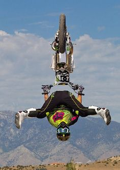 FMX pushing the limits. That isn't all he will be pushing, in a body cast, in rehab for gazillion years Action Sport, Freestyle Motocross, Bike Freestyle, Motorcycle Outfit, Motorcycle Camping, Sport Fitness, Fox Racing, Bmx, Motocross Bikes