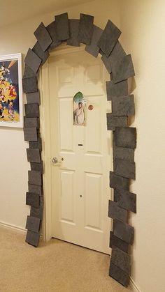 Harry Potter Party DIY decor: Dormitory entrance