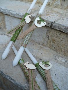 Green and natural colour cords are combined in two knits with decorative bookmarker made of burlap.