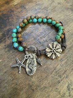 Beachcomber Wrap Armband verknotete Seahorse von TwoSilverSisters