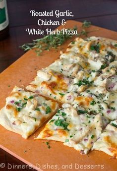 Roasted Garlic, Chicken and Herb White Pizza - a lightened up white chicken pizza with tons of flavor! Dinner Dishes, Main Dishes, Dinner Recipes, White Chicken Pizza, Chicken Pizza Recipes, Flatbread Pizza Recipes, Chicken Flatbread, Tuscan Chicken Pizza Recipe, Flatbread Ideas