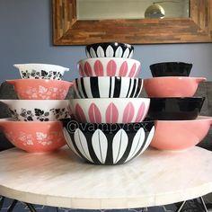 Vintage Home Decor For More Traditional Interior Design Vintage Kitchenware, Vintage Dishes, Vintage Glassware, Vintage Pyrex, Pyrex Vintage Patterns, Vintage Bowls, Retro Home Decor, Vintage Decor