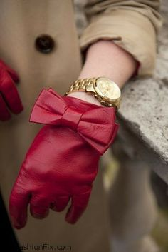 Red gloves with bow