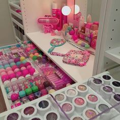 48 Trendy Makeup Table Organization Storage Ideas Make Up Makeup Vanities, Vanity Makeup Rooms, Makeup Table Vanity, Makeup Tables, Vanity Desk, Makeup Storage, Makeup Organization, Rangement Makeup, Pinterest Makeup