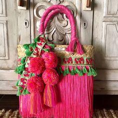 """221 Me gusta, 12 comentarios - Bendito Sol (@benditosol.mx) en Instagram: """"¡Disponible para envío inmediato! Bolsa Mini. #artesanal #hechoenmexico #hechoamano #verano #colores"""""""