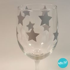 Peel and stick metallic silver star vinyl decals. Great for centerpieces and party favors! Also comes in 60 other colors!