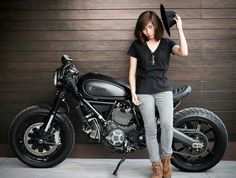 10 Clever ways to make money while riding your motorcycle Moto Bike, Cafe Racer Motorcycle, Lady Biker, Biker Girl, Chicks On Bikes, Cafe Racer Girl, Ducati Scrambler, Classic Bikes, Street Bikes
