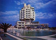 Pacific Hotel  設計:菊竹清訓