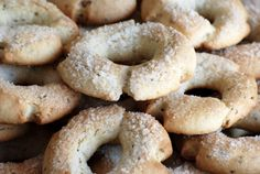 Recipe: Anise Wine Rings(Tarallucci di Vino al'anice) Italian Christmas Cookies, Italian Cookies, Italian Desserts, Italian Dishes, Italian Recipes, Wine Cookies, Wine Ring, Sweet White Wine, Cheese Cubes