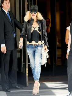 Gwen Stefani ~ New York Fashion Week in style Gwen Stefani Mode, Gwen Stefani And Blake, Gwen Stefani Style, Over The Top, Hot Pants, Rock Bands, Gwen And Blake, Trendy Fashion, Womens Fashion