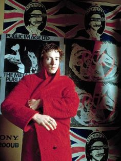 John Lydon aka Johnny Rotten, formerly with the Sex Pistols, captured in a red coat in London in 1980 by Sheila Rock Johnny Rotten, Vivienne Westwood, Glam Rock, Punk Rock, Heavy Metal, Photo Rock, God Save The Queen, Arte Punk, Punk Art
