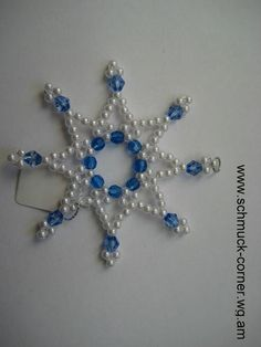 Beaded Christmas Ornaments, Christmas Jewelry, Christmas Decorations, Bead Crafts, Diy And Crafts, Beaded Cross, Snowflake Pattern, Bead Weaving, Snowflakes