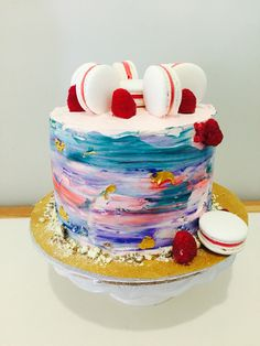 Naked cake with red skin macarons