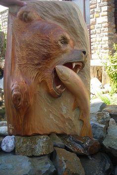 Grizzly bear carved by Jaroslav Bujnak.  More galleries on his web site www.rezbarbujnak.sk