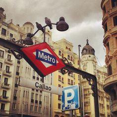Dos Palomas en Metro Callao - Madrid --->