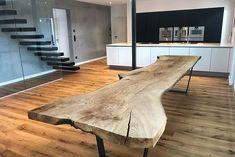Baumtisch Esstisch Massivholztisch Baumscheibe aus einm Stück Holz massiv Tisch unverleimt mit Rinde und natürlicher Baumkante