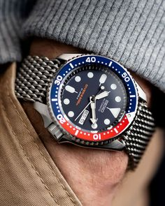 Seiko Diver with Shark Mesh metal bracelet Seiko Skx007 Mod, Seiko Skx009, Seiko Mod, Seiko Watches, Sport Watches, Cool Watches, Watches For Men, Fitness Watches For Women, Herren Chronograph