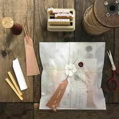 Love white ink on kraft paper… it's a minimal pop 😎 Best Picture For Wrapping veganos For Your Taste … Craft Packaging, Paper Packaging, Pretty Packaging, Jewelry Packaging, Creative Gift Wrapping, Creative Gifts, Wrapping Gifts, Wrapping Papers, Pen Pal Letters