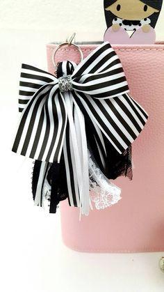 Diy Keychain, Tassel Keychain, Keychains, Ribbon Crafts, Ribbon Bows, Diy Tassel, Tassels, Camelia Chanel, Fairy Makeup
