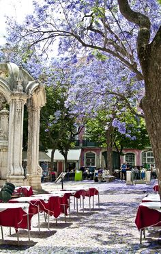 Largo do Carmo, Lisboa, Portugal More news about worldwide cities on Cityoki… Sintra Portugal, Visit Portugal, Spain And Portugal, Portugal Travel, Portugal Trip, Places Around The World, Oh The Places You'll Go, Places To Travel, Algarve