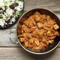 A quick weeknight chicken curry that's made with stuff you probably have in your cupboards already; curry powder, coconut milk, tinned tomatoes and passata. Indian Food Recipes, Asian Recipes, Healthy Recipes, Ethnic Recipes, Coconut Chicken, Creamy Chicken, Coconut Milk, Mayo Chicken, Coconut Curry