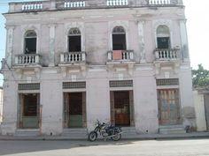 Farmacia Fernández ( Calle Gral. Benítez y Martí, Manzanillo, Cuba