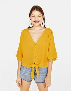 Discover this and many more items in Bershka with new products every week Sewing Shirts, Western Tops, Fashion Videos, Blouse Dress, Summer Dresses For Women, Blouse Styles, Simple Dresses, Latest Fashion Trends, Blouses For Women