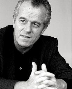 Hans Kollhoff (b. Bad Lobenstein, Thuringia, September 1946 in Lobenstein) is a German architect and professor. He is a representative of postmodern and New Classical Architecture, as well as a main protagonist of New Urbanism. Hans Kollhoff, New Classical Architecture, New Urbanism, Famous Architects, Postmodernism, Portraits, Dan, Cool Designs, Model