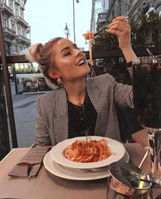 cafe, food, and girl image Cafe Pictures, Food Pictures, Eating Pictures, Girl Cooking, Instagram Pose, Jolie Photo, Photoshoot Inspiration, Girls Image, Picture Poses