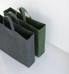 """Bag Square L by Naoto Fukasawa for Siwa (in Italia con Passaggiomilano). """"Abbiamo creato una borsa di carta che non si strappa""""… Genius. http://www.bigbenzine.com/short-list-bag-square-l-by-naoto-fukasawa/"""