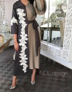 Dress in 2 different colors – Artofit Arab Fashion, Islamic Fashion, Fashion Line, Muslim Fashion, Modest Fashion, Fashion Dresses, Abaya Designs, Blouse Designs, Style Africain