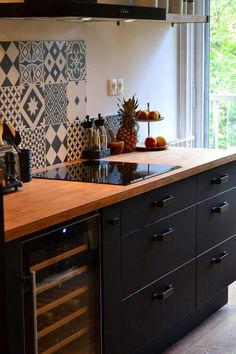 Het magazine - The Visit - The kitchen - . - Kochen Het magazine - The Visit - The kitchen - . - Kochen - bathroom inspo 61 best kitchen cabinets design ideas to inspiring your kitchen 61 Best Kitchen Cabinets, Kitchen Cabinet Design, Interior Design Kitchen, Pantry Cabinets, Interior Livingroom, Interior Modern, Interior Paint, Home Decor Kitchen, New Kitchen