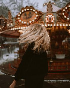 A Momentary Life: Photo Creative Photography, Photography Poses, Fotos Goals, Foto Casual, Winter Photos, Foto Pose, Forever Young, Cool Hairstyles, Beautiful