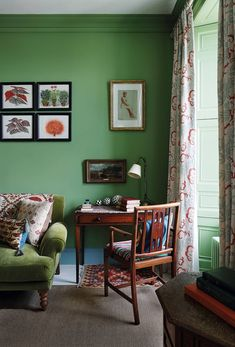 The textile designer and dealer Susan Deliss is known for her skilled use of colour and pattern. Now she is applying her talents to interior design projects, including this colourful flat in Edinburgh. Interior Flat, Interior And Exterior, Interior Design, Exterior Paint Colors, Paint Colors For Home, Paint Colours, Cottage Dining Rooms, Kitchens And Bedrooms, Green Rooms