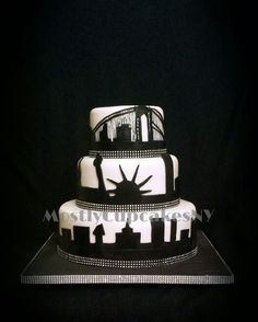 New York city skyline wedding cake - For all your cake decorating supplies… Nyc Cake, City Cake, New York Party, New York Kuchen, Cupcakes, Cupcake Cakes, Beautiful Cakes, Amazing Cakes, My Super Sweet 16