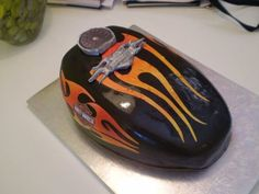 Take a look at some of the coolest biker birthday cakes around. These motorcycle themed cakes are almost too cool to eat. Props to all the cake artists who made these kick-ass cakes. Some of these designs are incredibly detailed and creative. Torta Harley Davidson, Harley Davidson Birthday, Biker Birthday, Motorcycle Birthday, Motorcycle Party, Biker Party, Tank Cake, Bike Cakes, Cakes For Men