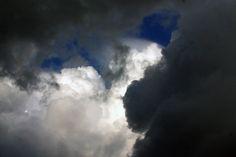 Clima in judetul Mehedinti si in orasul Drobeta Turnu Severin s-a schimbat destul de mult in ultimii ani si cred ca am ajuns astazi sa traim niste vremuri rasucite la 180 de grade fata de acum 15 ani de exemplu. Imi aduc aminte cand eram eu micut: verile nu erau caniculare, ploua destul de des, … Clouds, Outdoor, Outdoors, Outdoor Games, The Great Outdoors