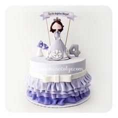 Bu aralar kız çocukların en sevdiği temaların ilk sıralarında Prenses Sofia yer alıyor:) Biz de Prenses Sofia temasını ilk kez Maya'nın doğumgünü için çalıştık ve bu sevimli pasta ve kurabiyeleri hazırladık.İyi ki doğdun minik prenses♥