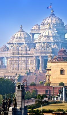 Majestic Akshardham/Swaminarayan Akshardham Temple in New Delhi, India. Beautiful Places In The World, Beautiful Places To Visit, Places Around The World, Around The Worlds, Tourist Places, Places To Travel, Travel Destinations, India Architecture, Ancient Architecture
