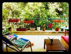 Esta pareja de #TelAviv quiere hacer un intercambio de casa. ¡Ofrece vivir el Tel Aviv auténtico empezando por esta encantadora terraza! #vacaciones