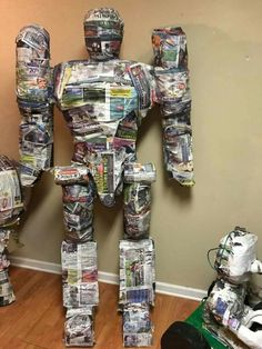 Diy And Crafts, Arts And Crafts, Paper Crafts, Princess Pinata, Mexican Pinata, Cardboard Robot, High School Art Projects, Toy Story Party, Ideas Para Fiestas
