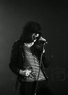 I Slept with Joey Ramone Joey Ramone, Ramones, Punk Rock, Beatles, Cat People, The Clash, Music Photo, Music Icon, Post Punk