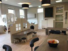 inrichting kinderdagverblijf.Alles voor een mooi kinderdagverblijf of BSO. Wij ontwerpen en maken ergonomische tafels, aankleedmeubels, commodes, bedden, boxen, kasten, grondboxen voor uw kinderopvang, BSO of leerplein. www.kinderdagverblijfinrichting.nl #kinderopvang#kinderdagverblijf#inrichting#mooi#JohnvanNeer#ontwerpkinderopvang #BSO #meubilair Box, Conference Room, School, Furniture, Home Decor, Dressers, Everything, Snare Drum, Decoration Home