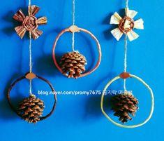 [솔방울 가을모빌 만들기]어린이집 자연물 환경구성/ 가을열매로 유치원 교실 꾸미기 : 네이버 블로그 Crochet Earrings, Christmas Ornaments, Holiday Decor, Gardens, Manualidades, Nature, Deco, Christmas Jewelry, Christmas Decorations